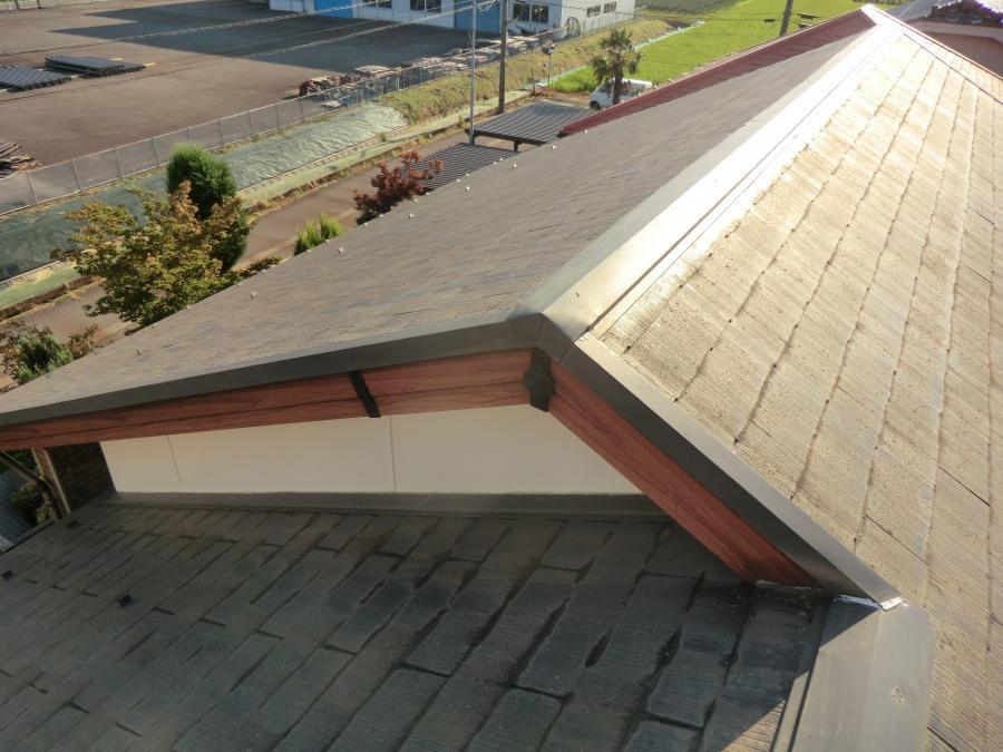 富山市内で屋根重ね葺き完成 ‼。杉板調スレートCORONAアイビー色