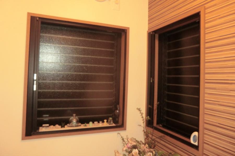 高岡市内でカーテン・窓の工事を行いました。