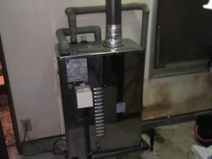 白山市で石油給湯器交換工事をしました。