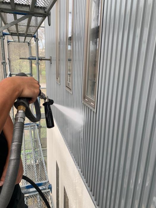 石川県 小松市内で 外壁塗装工事中です。