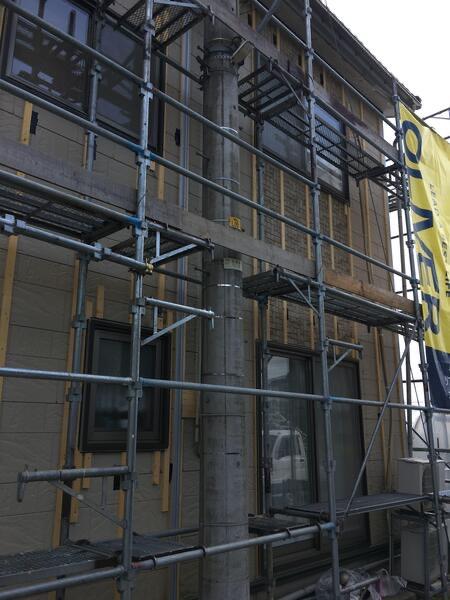 高岡市 金属サイディング重ね張り工事 施工完了 流刻柄 ミルクブラウン