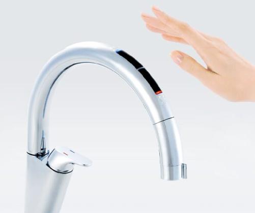 触らないから汚れない キッチン自動水洗ナビッシュ