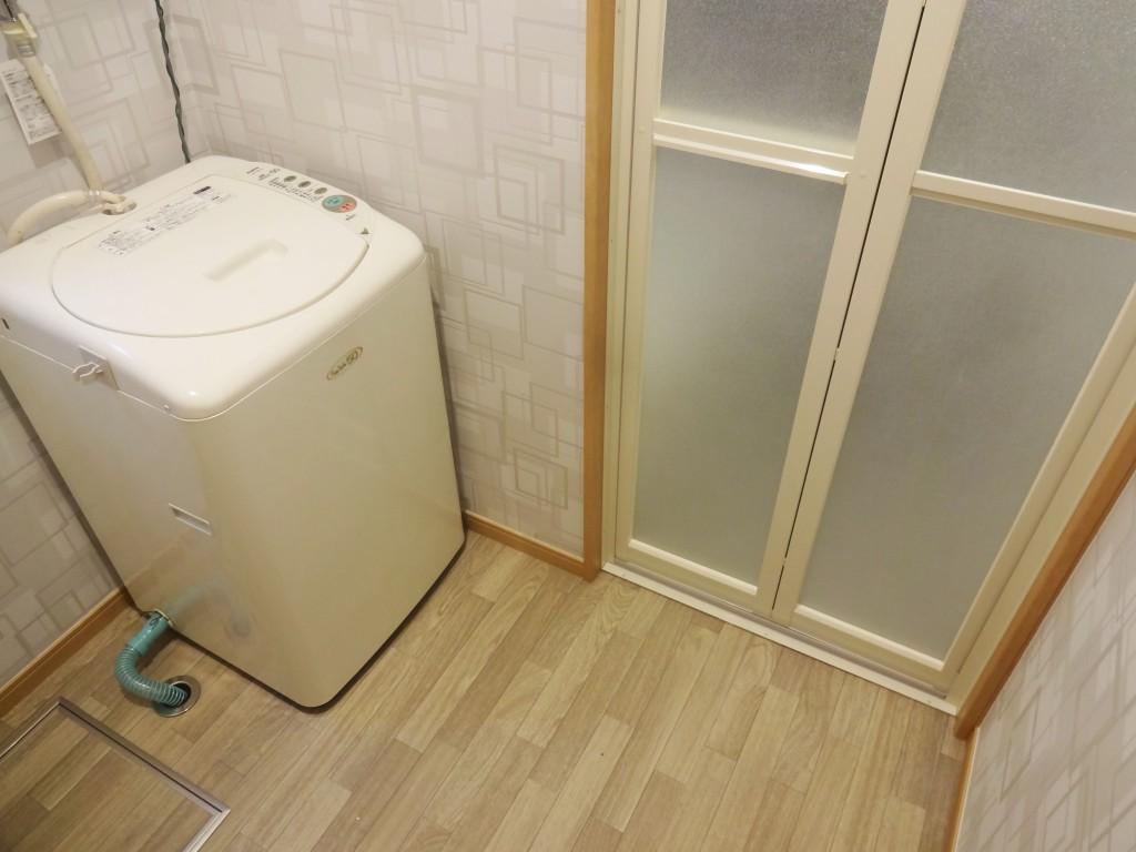 洗面室のクロスやクッションフロアにもこだわり選びました。柄のクロスですが、落ち着いた空間にまとまりましたね。