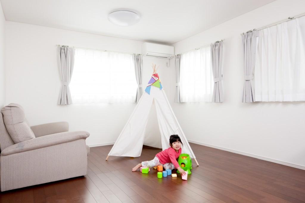 子供部屋は将来的に2部屋に分けられるように、あらかじめドアを2か所に設けています。お子様が小さなうちは、兄弟姉妹で同じ部屋で仲良く過ごし、お互いの自我が芽生えて来た頃に、部屋を2つに分けることができます。