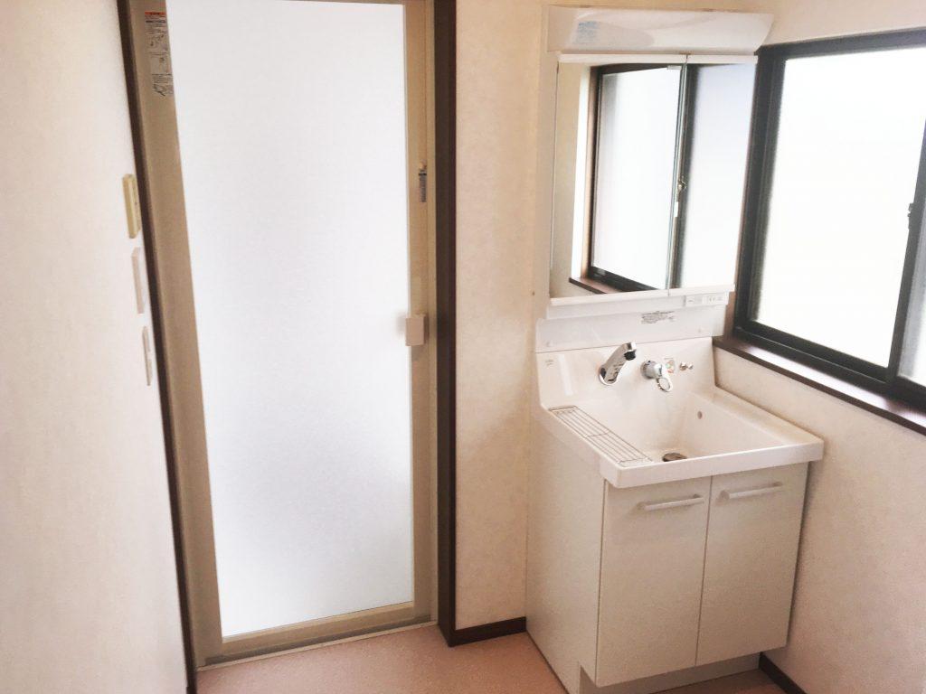 【仕様】洗面化粧台…LIXIL ピアラ W600×H1800 色:ホワイト